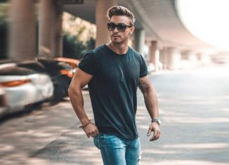 Tips To Look Awesome In A T-Shirt